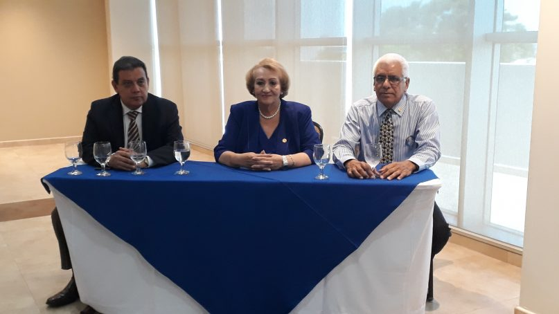 Rectora Etelvina Medianero De Bonagas y equipo de campaña